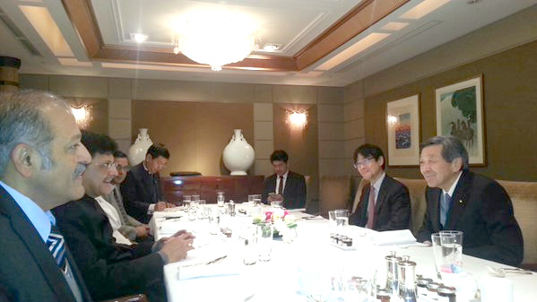 The Minister of State (Independent Charge) for Power, Coal and New and Renewable Energy, Shri Piyush Goyal with the Minister of Economy, Trade and Industry (METI), Japan, Mr. Motoo Hayashi during a breakfast meeting.jpg