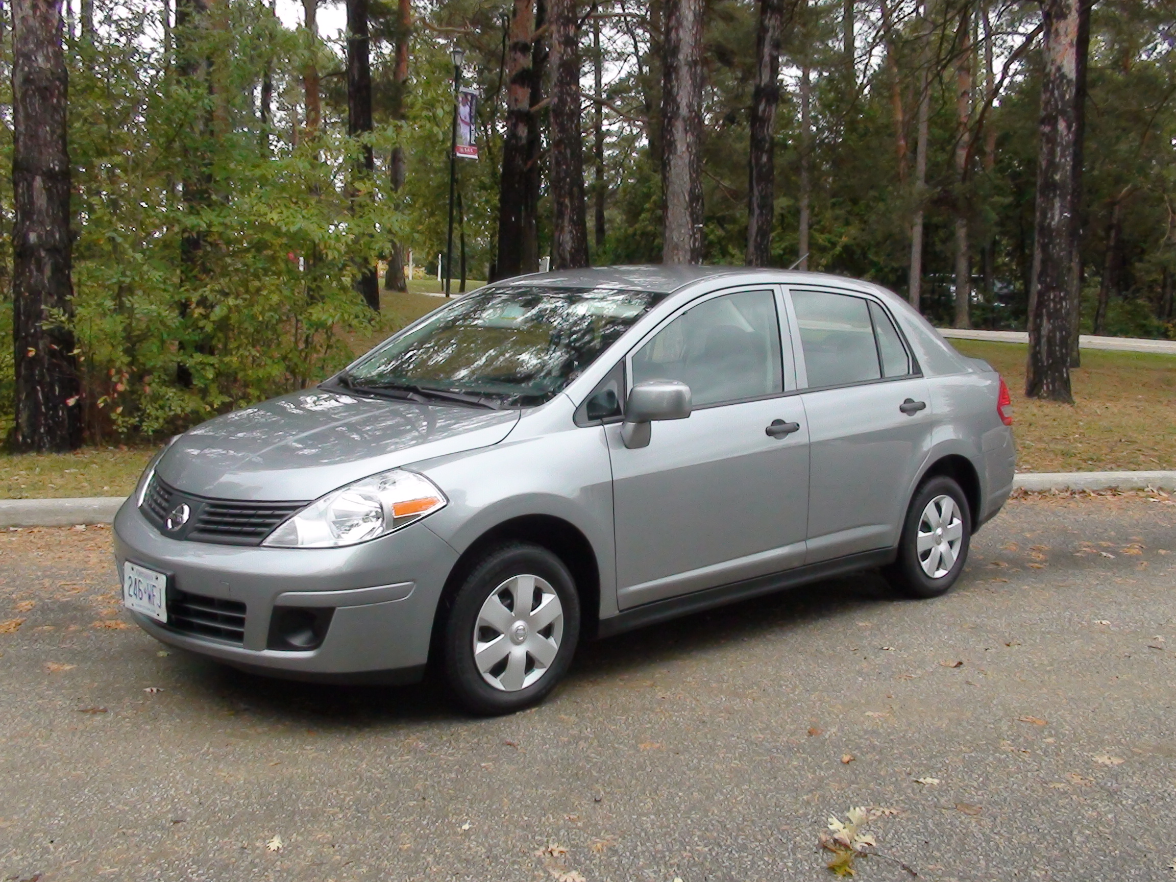 File:Tino Rossiniu0027s Reviews   012   2009 Nissan Versa 1.6 Sedan