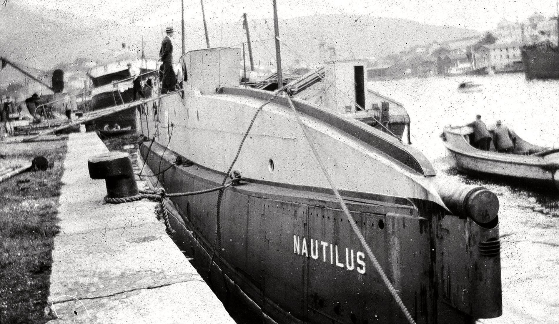 """Военный корабль США """"Наутилус"""" USS O-12.JPG"""