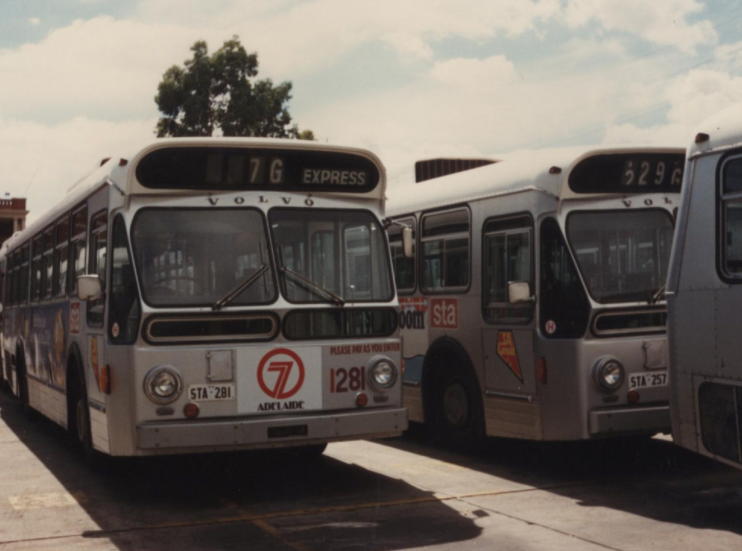 File:VolvoB59 1281 Route 7G Hackney.jpg