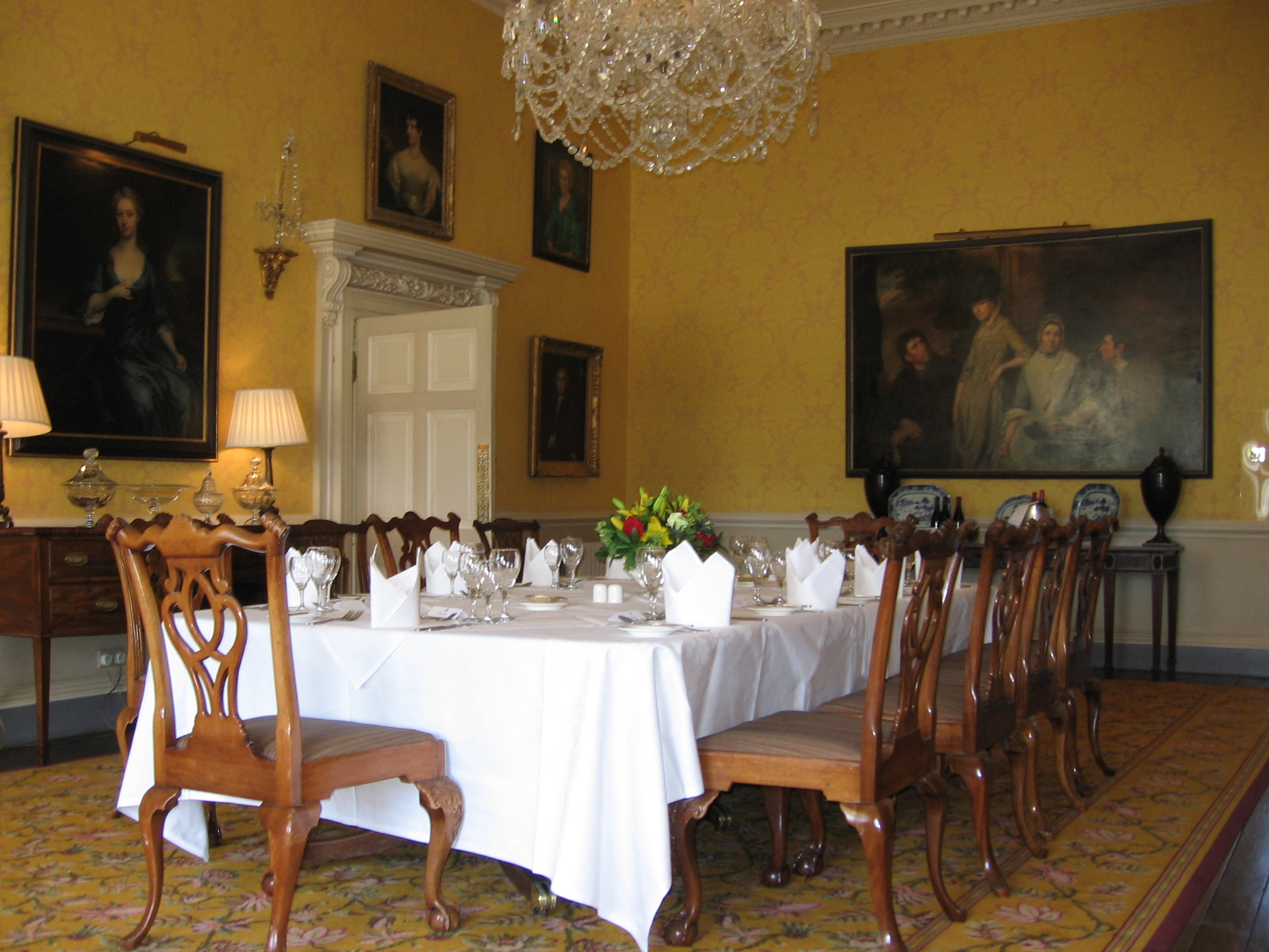 Archivo yellowdiningroomstoneaston jpg wikipedia la for Dining room or there is nothing wiki