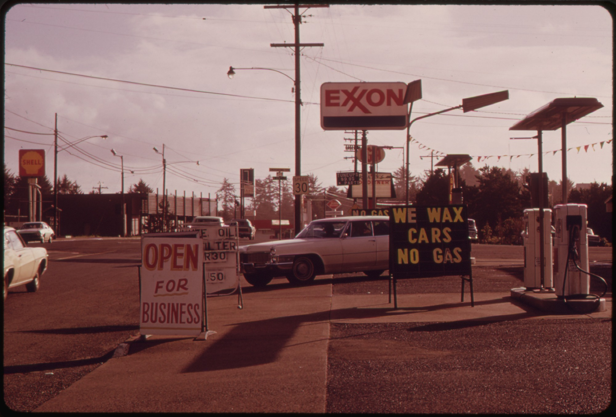 File Quot No Gas Quot Signs Were A Common Sight In Oregon During
