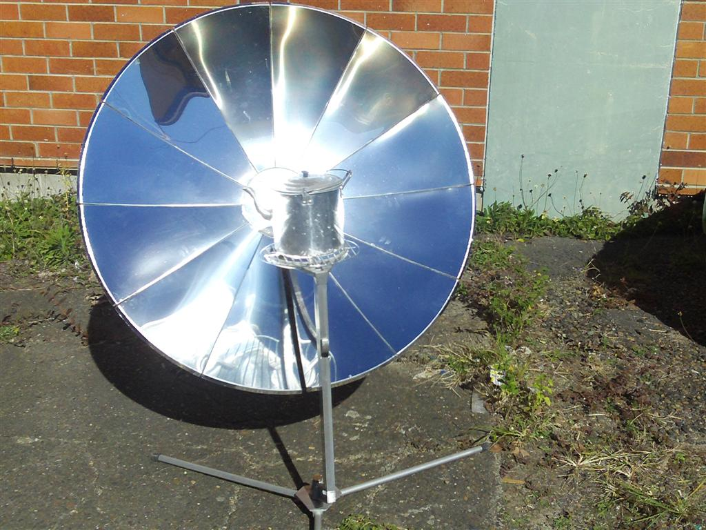 """File:""""Sungril"""" solar cooker photo1.jpg - Wikimedia Commons"""