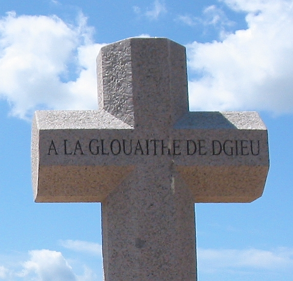 À la Glouaithe dé Dgieu Crouaix du millénaithe Saint Hélyi Jèrri