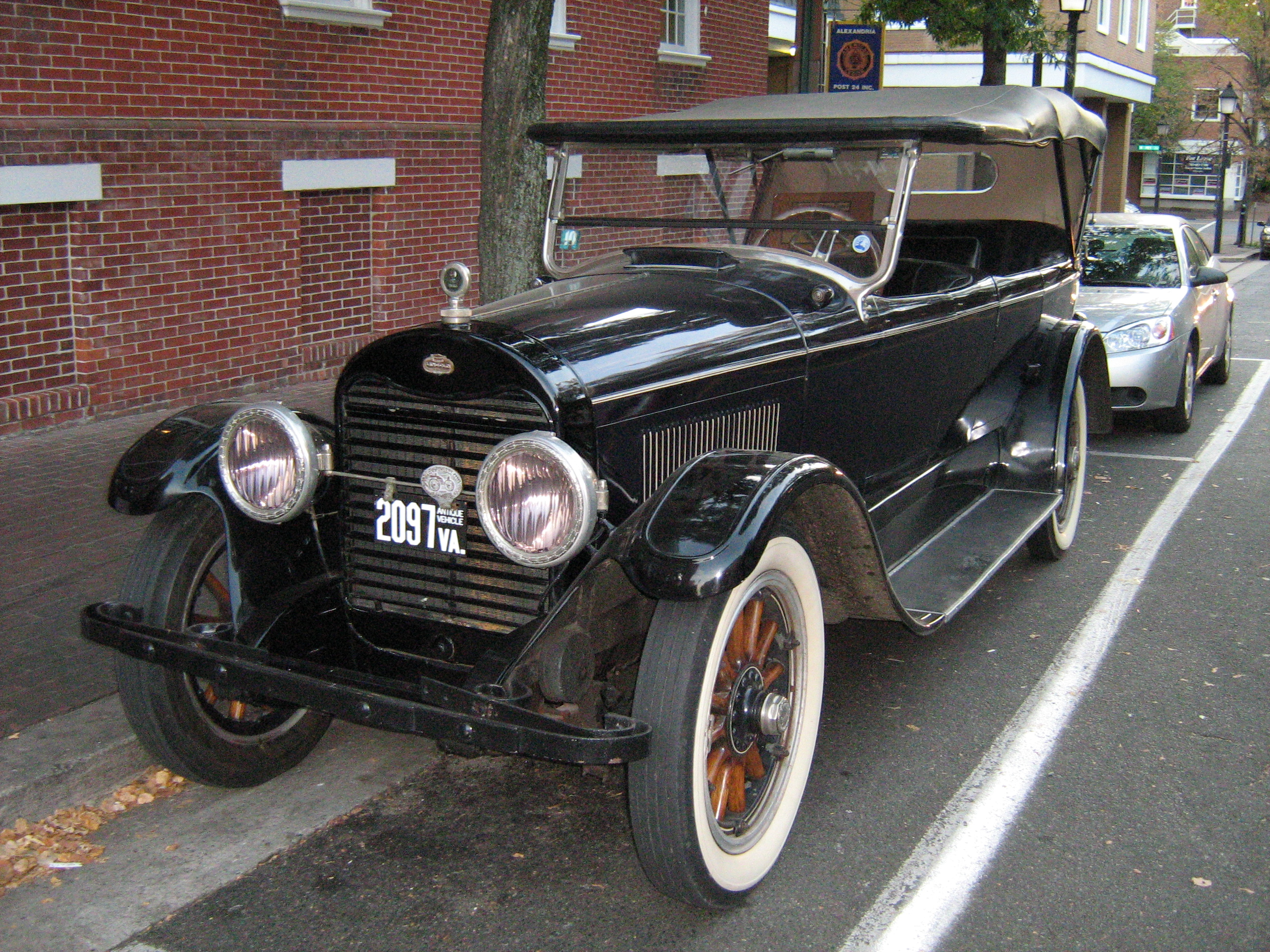 File:1922 Lincoln touring automobile.jpg - Wikimedia Commons