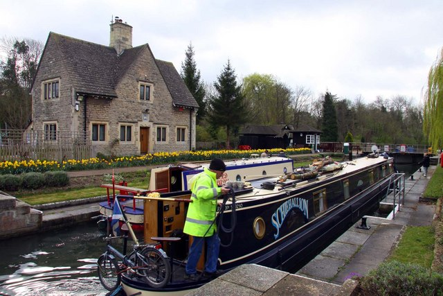 A narrowboat in Iffley Lock - geograph.org.uk - 1253460