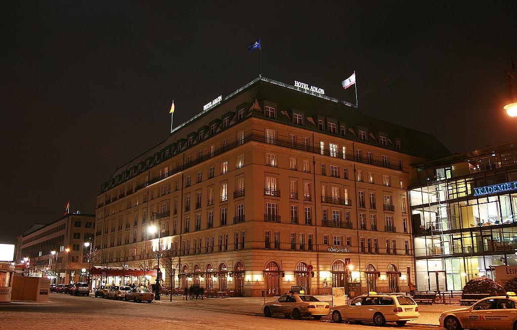 Hotel Adlon bei Nacht, 2009