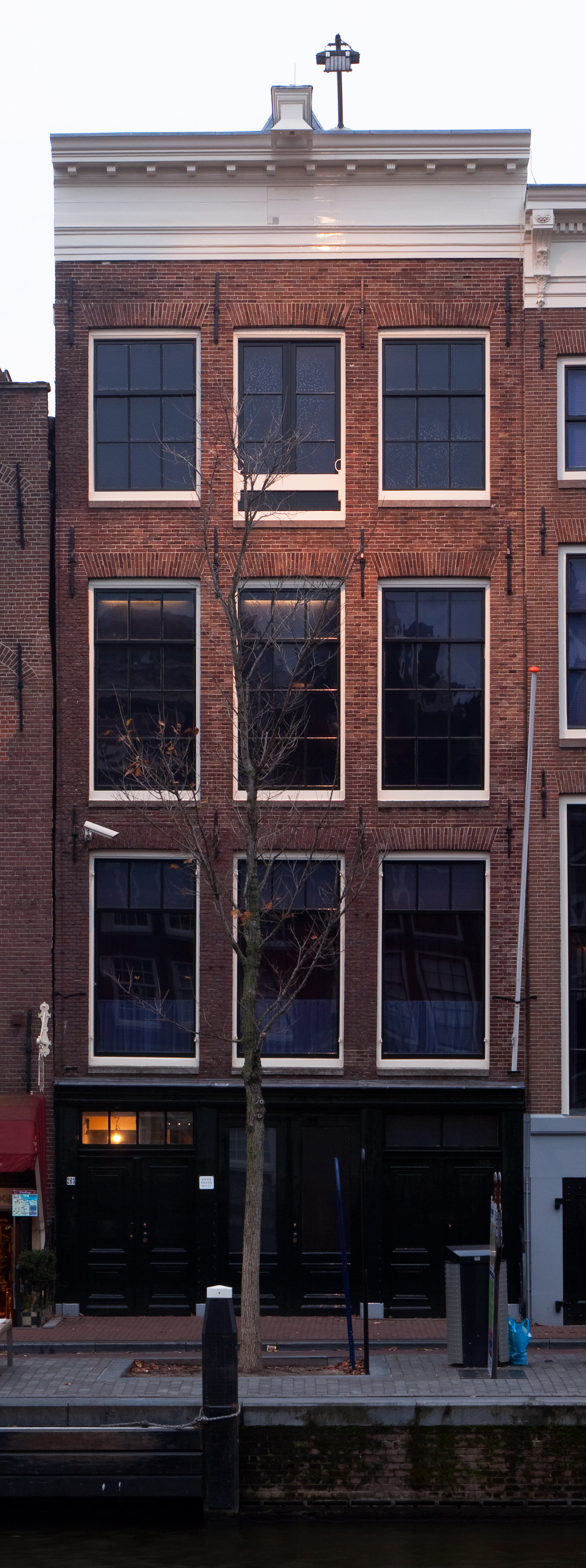 File:Anne Frank House.jpg - Wikimedia Commons