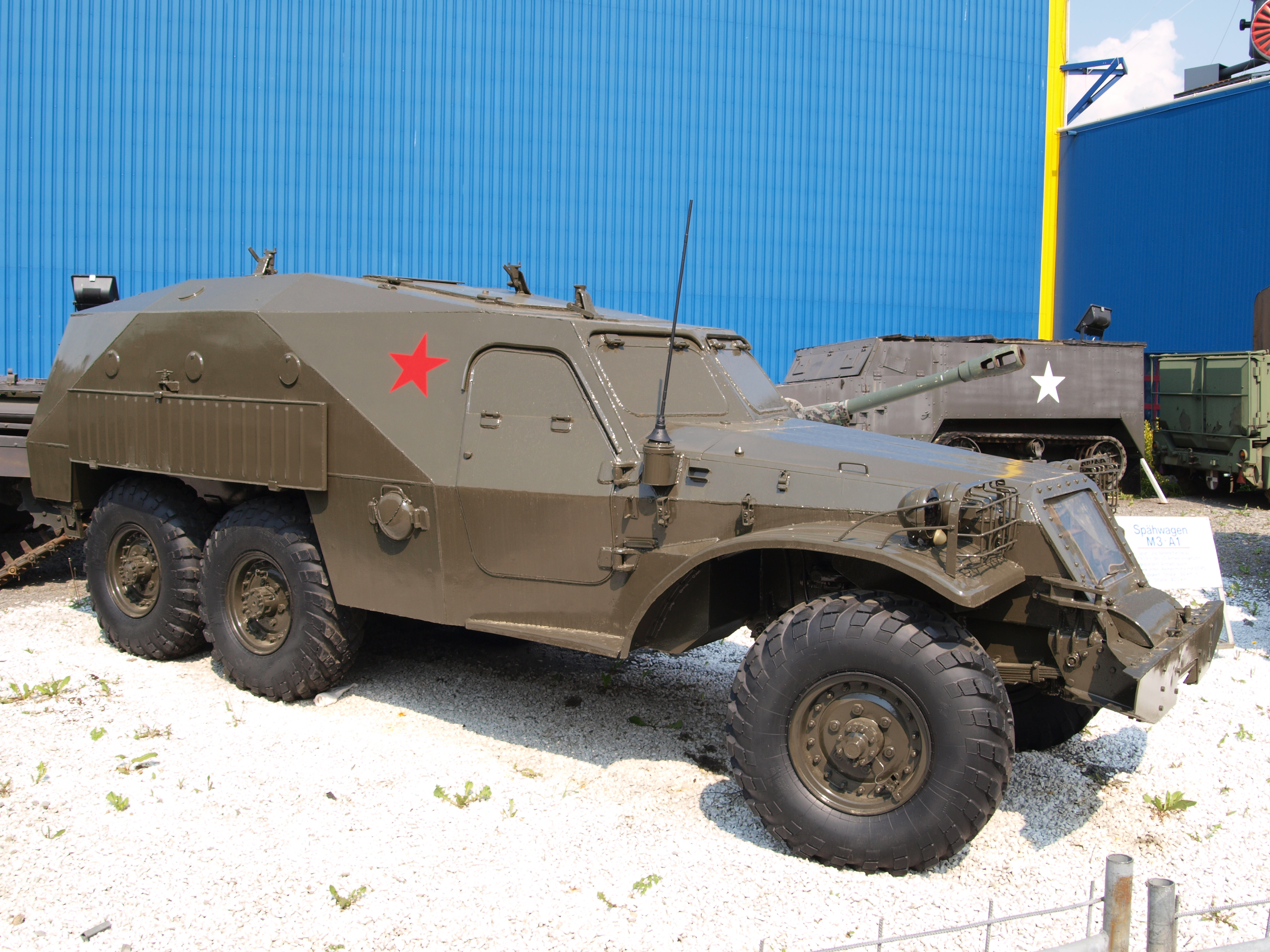 https://upload.wikimedia.org/wikipedia/commons/2/28/BTR-152_armoured_transporterr_at_Sinsheim.JPG