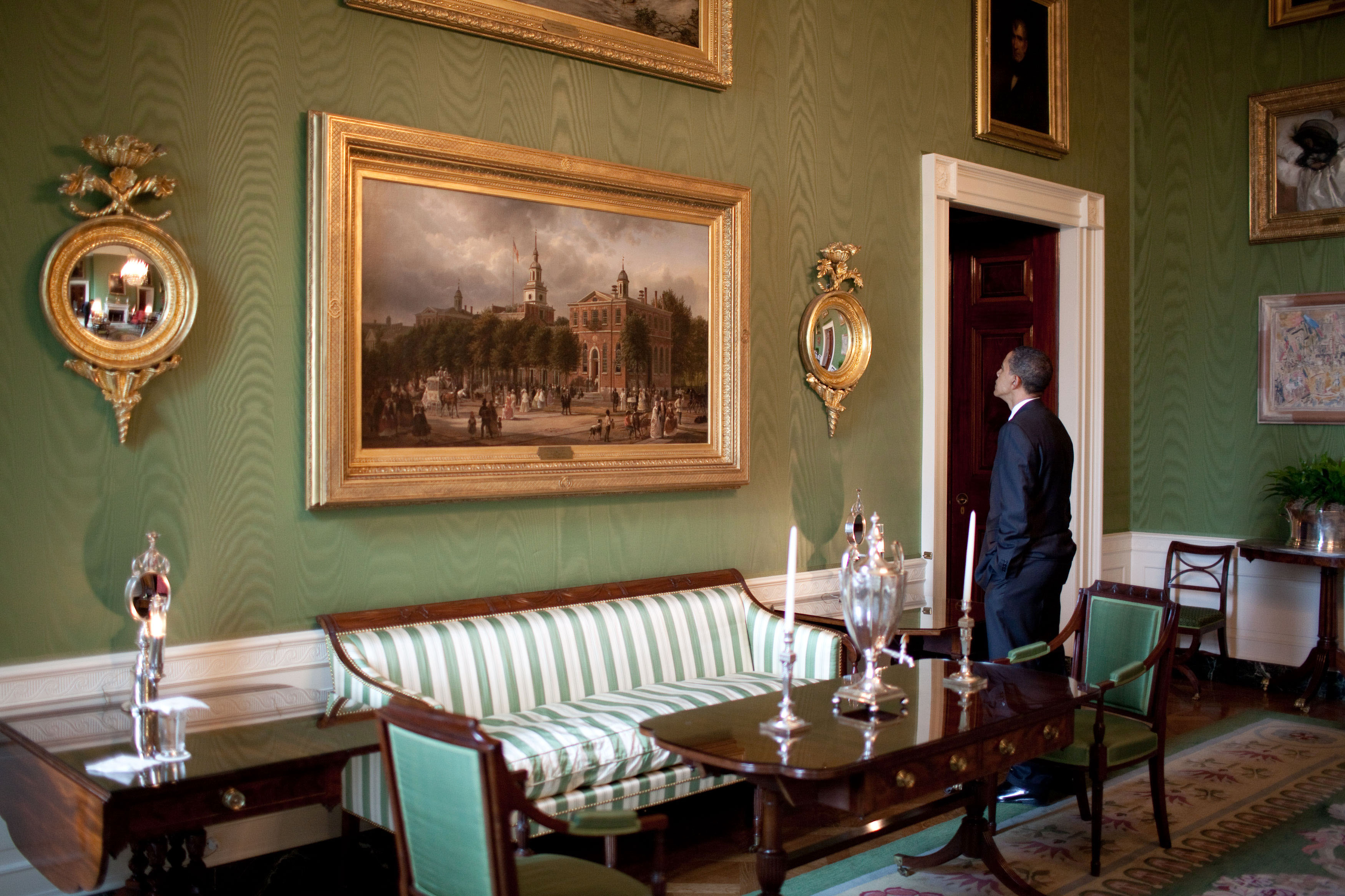 File:Barack Obama At The Green Room Of The White House