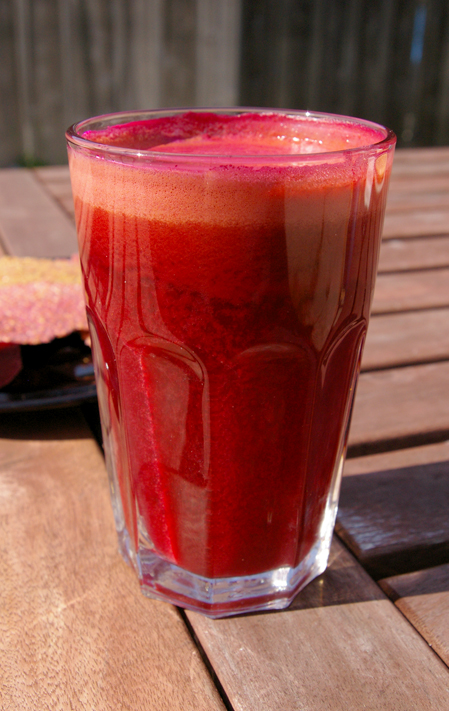 Beetroot Juice Slow Juicer : File:Beet juice-01.jpg - Wikimedia Commons