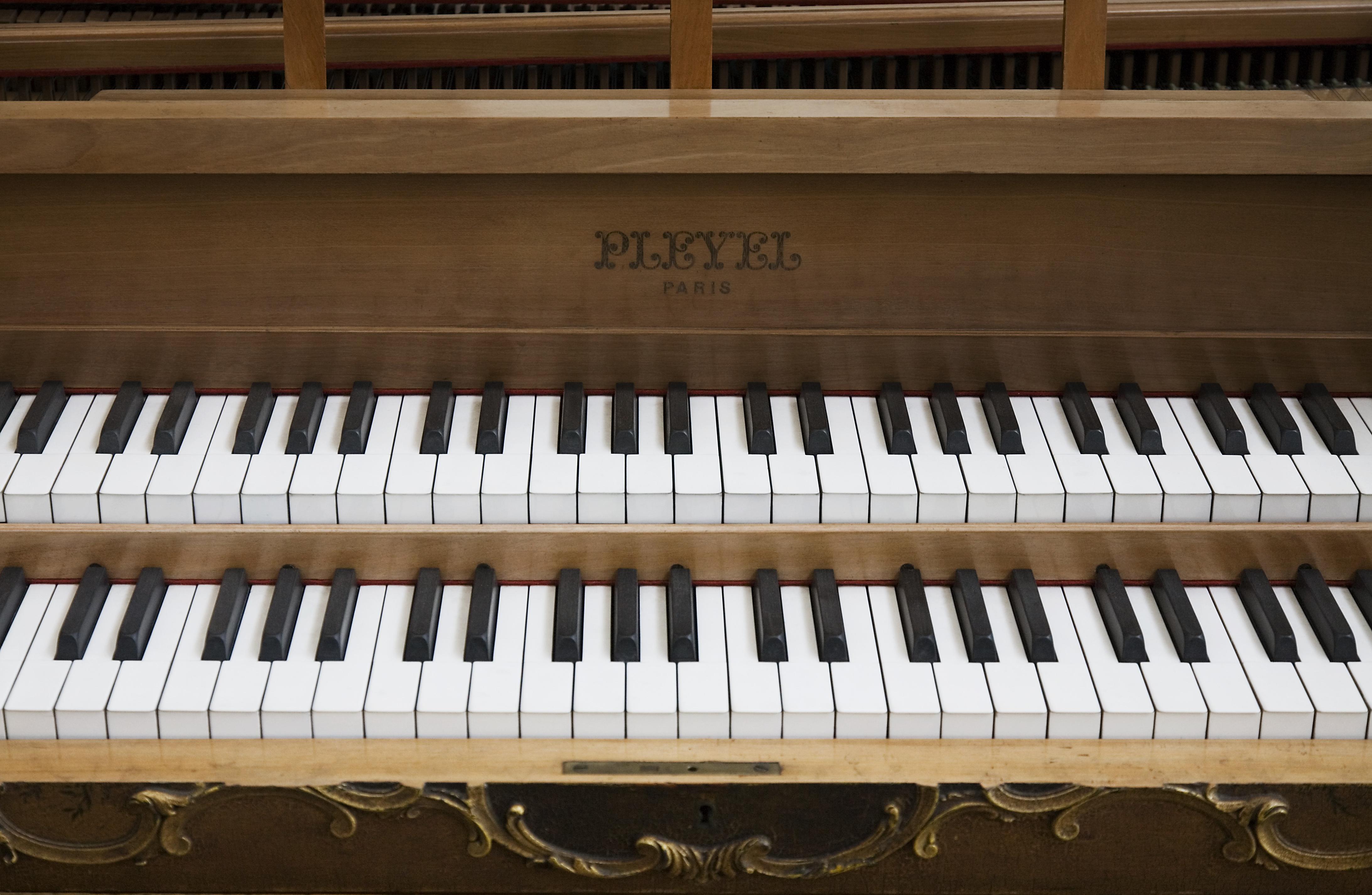 File berlin pleyel double keyboard wikimedia for Garage aggiunta piani 2 piani