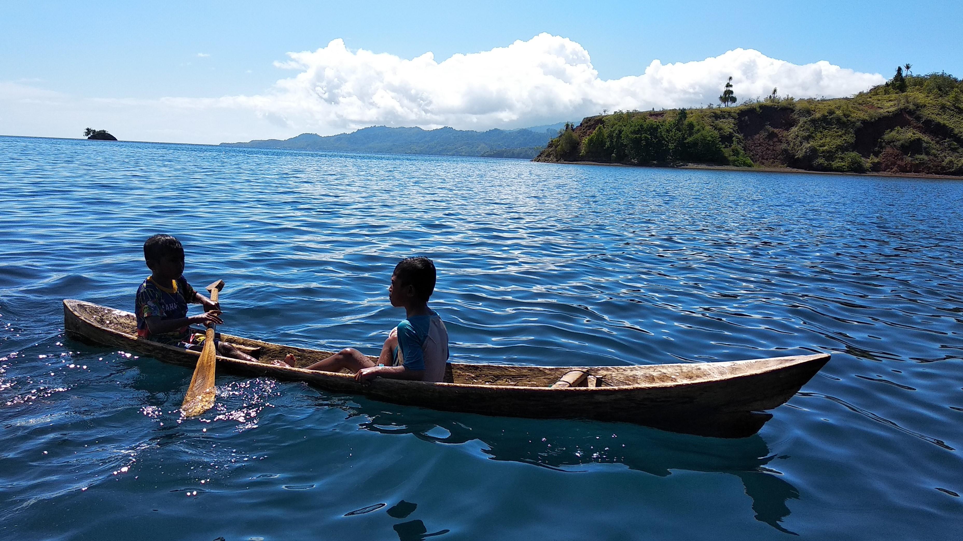 File:Bermain Perahu (3).jpg