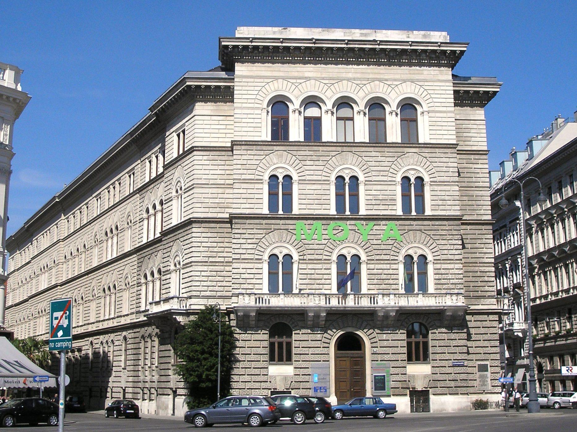 Bodencreditanstalt, Vienna June 2006 392.jpg
