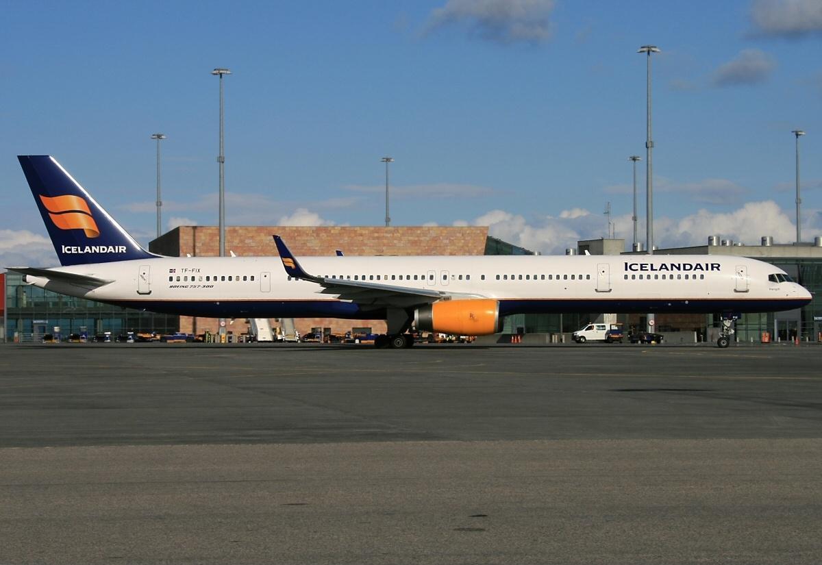 File:Boeing 757-308, Icelandair AN2157447.jpg - Wikimedia ...  File:Boeing 757...