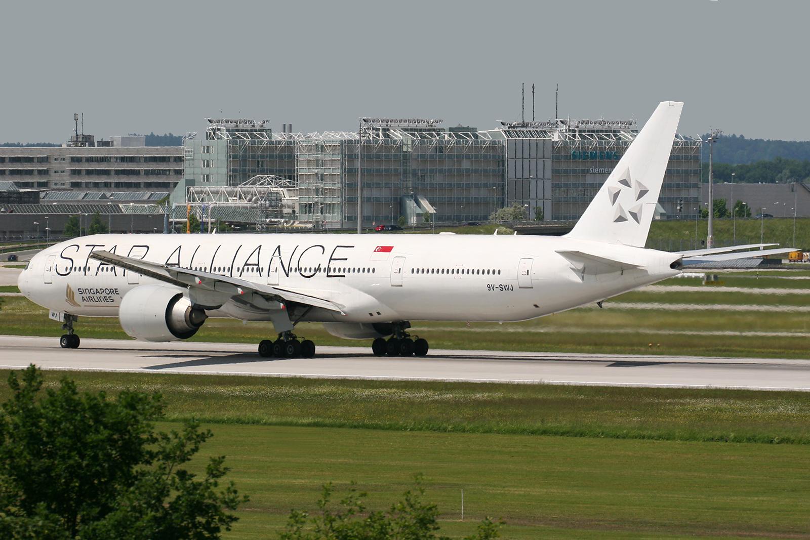 Fileboeing   Er Singapore Airlines Star Alliance Livery V Swj