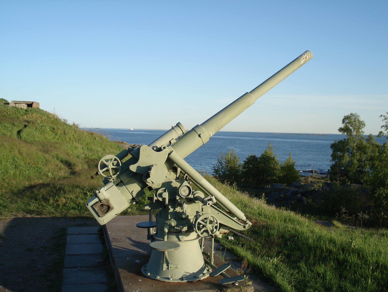 Bofors_M1927_76mm_AA_gun_Suomenlinna.JPG