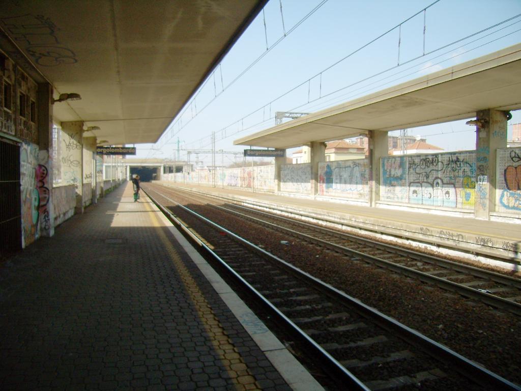 Stazione di borgolombardo wikipedia - Piastrelle san giuliano milanese ...