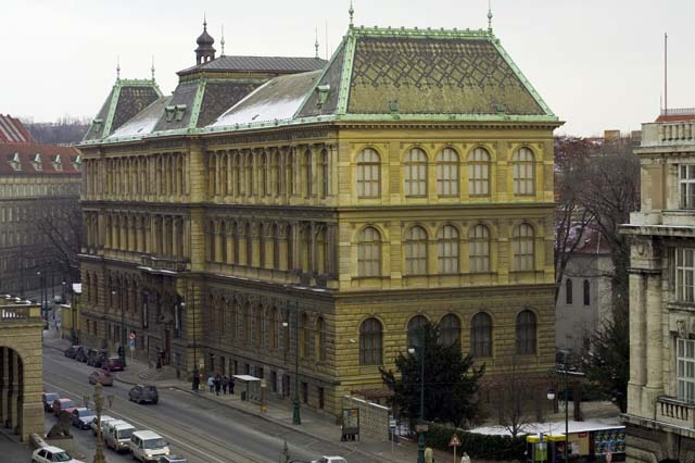 Museum of Decorative Arts in Prague - Wikipedia