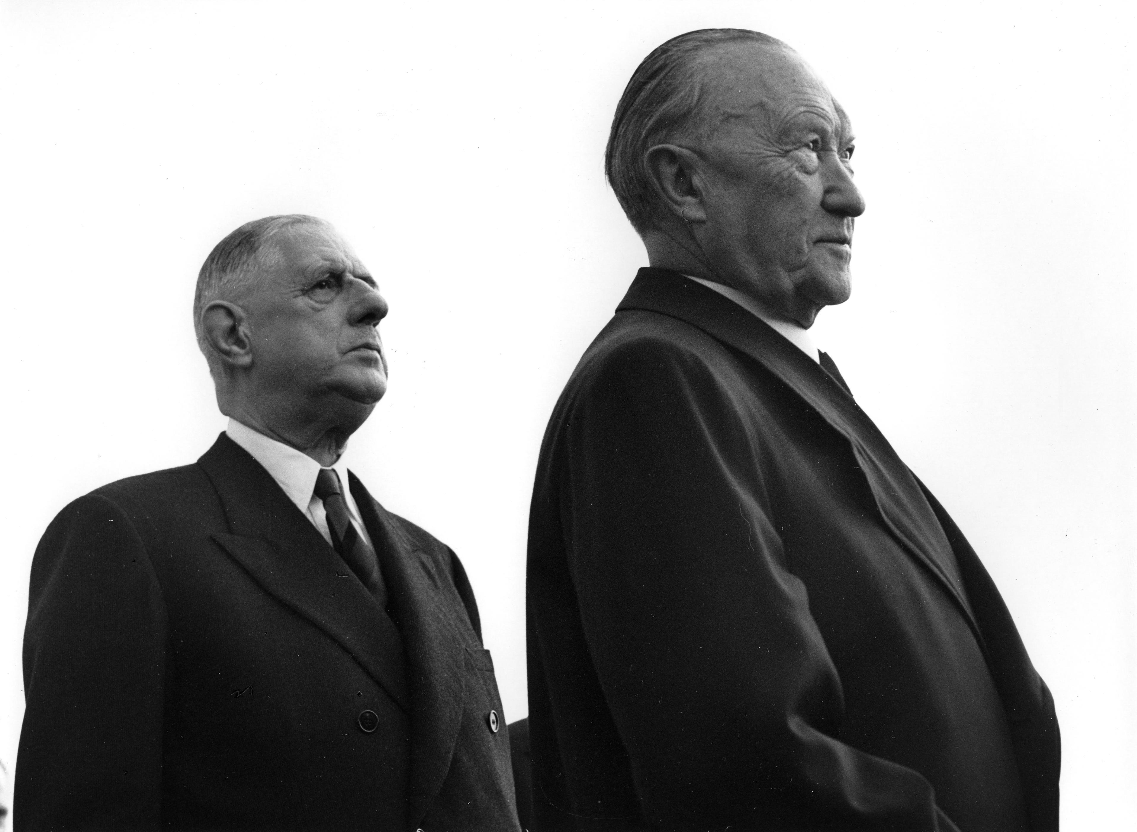 File:Bundesarchiv B 145 Bild-F010324-0002, Flughafen Köln-Bonn, Adenauer, de Gaulle.jpg