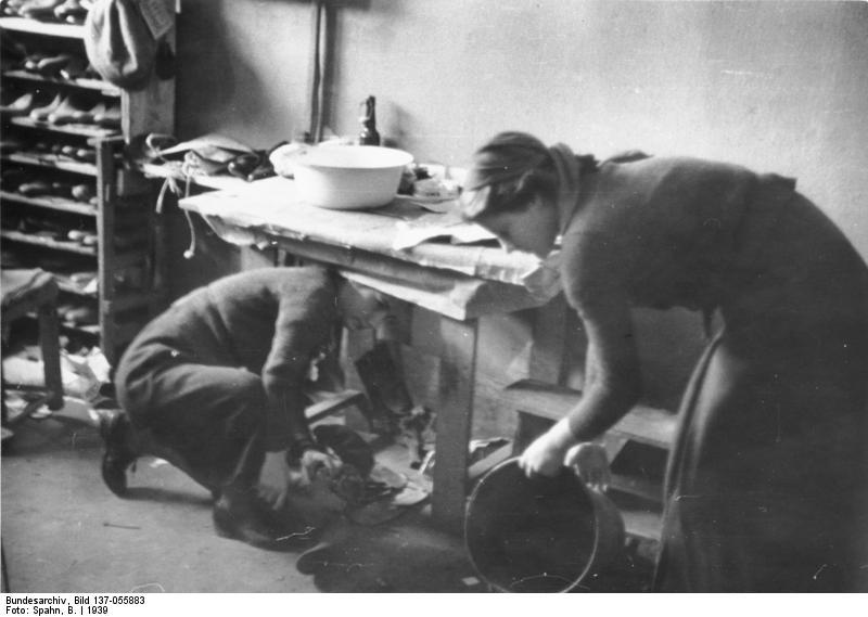 File:Bundesarchiv Bild 137 055883, Polen, Wohnung Für Baltendeutsche