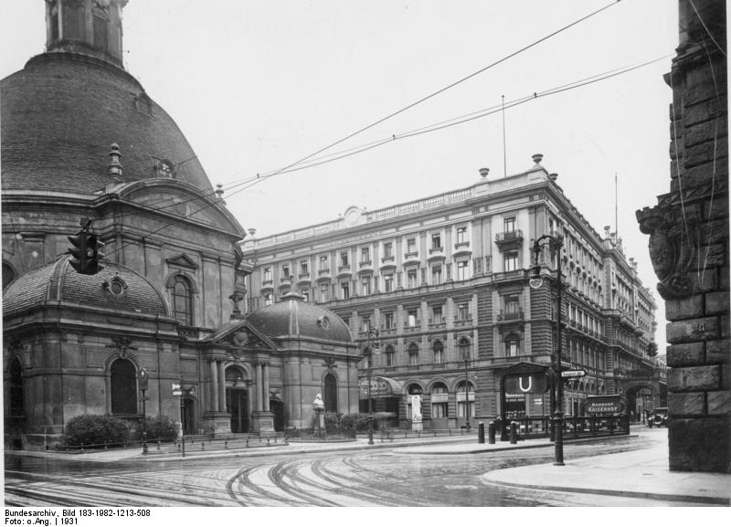 Dreifaltigkeitskirche Bundesarchiv, Bild 183-1982-1213-508 / CC-BY-SA 3.0 [CC BY-SA 3.0 de (https://creativecommons.org/licenses/by-sa/3.0/de/deed.en)], via Wikimedia Commons