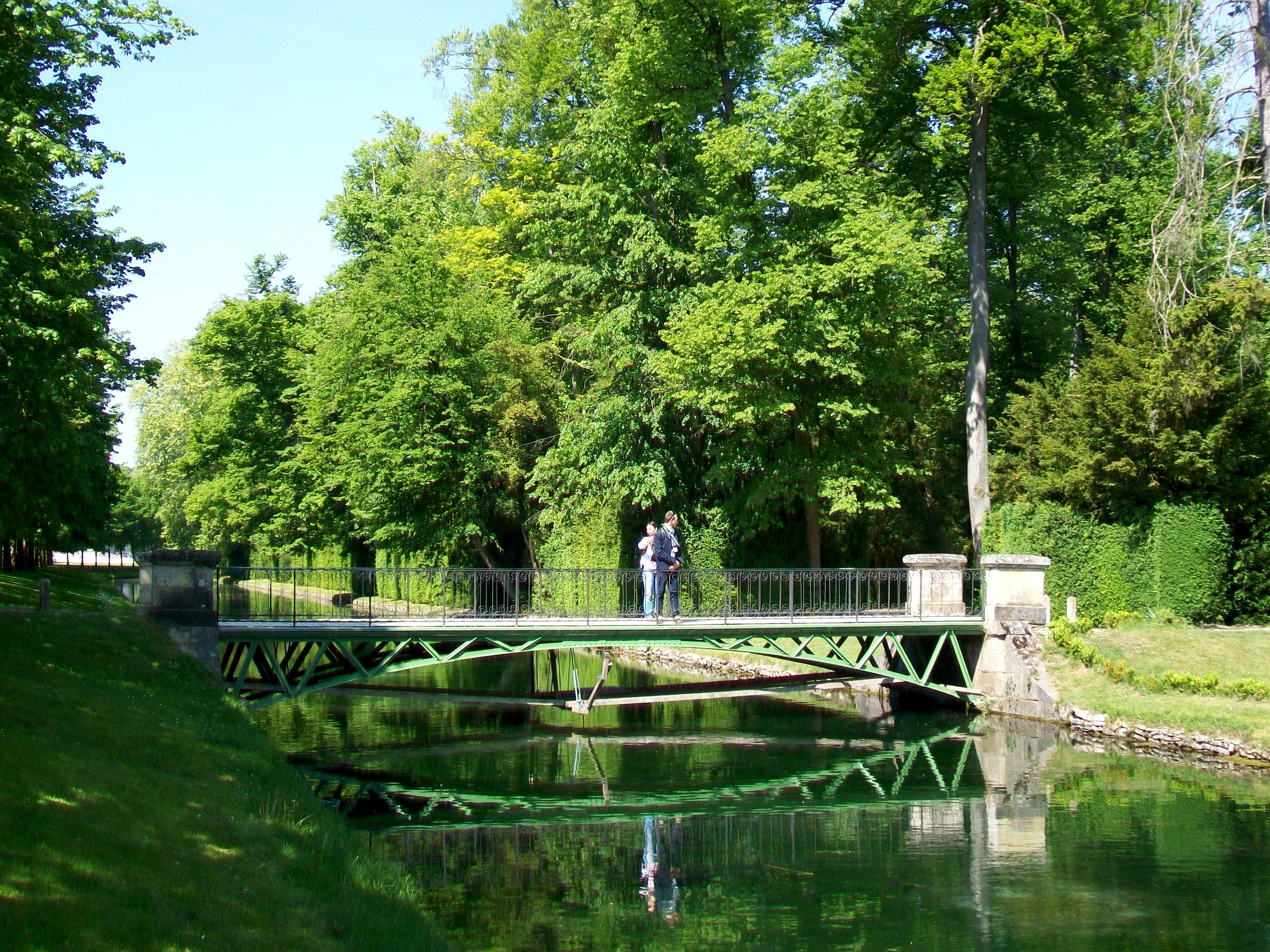 :Château de Chantilly, jardin anglo-chinois, pont sur le canal des ...