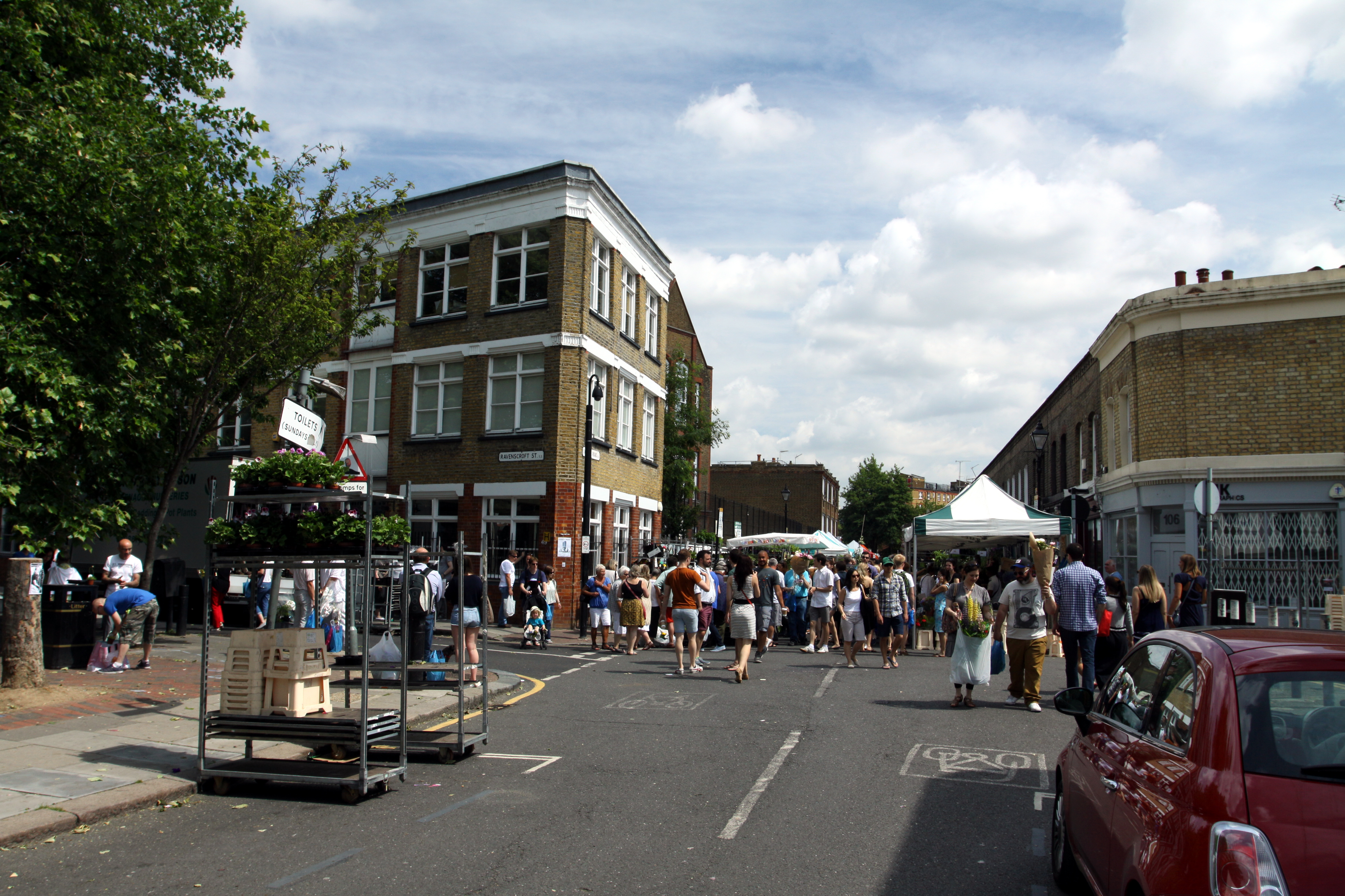 Description Columbia Road market in London, June 2013 (14).jpg