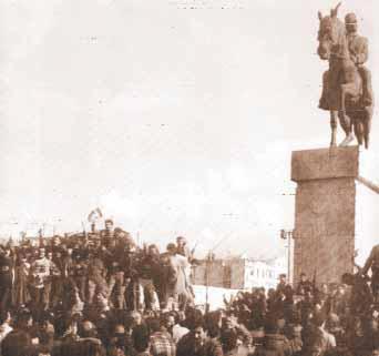Crowd Africa square Tunis