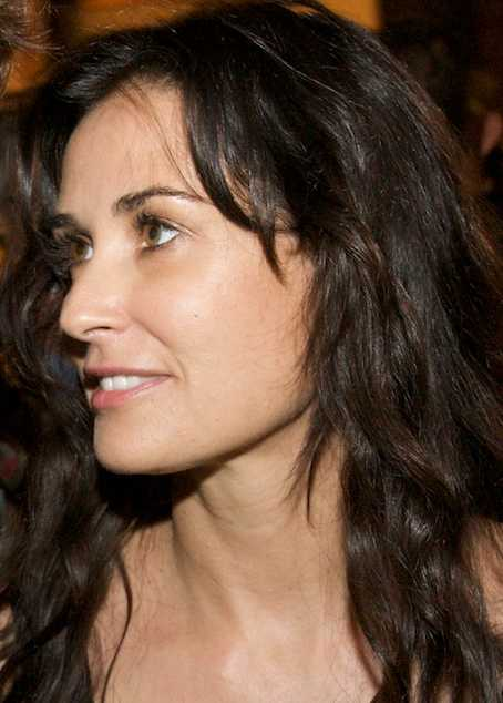 Demi Moore cropped Ashton Kutcher and Demi Moore to Divorce After all the rumors, ...