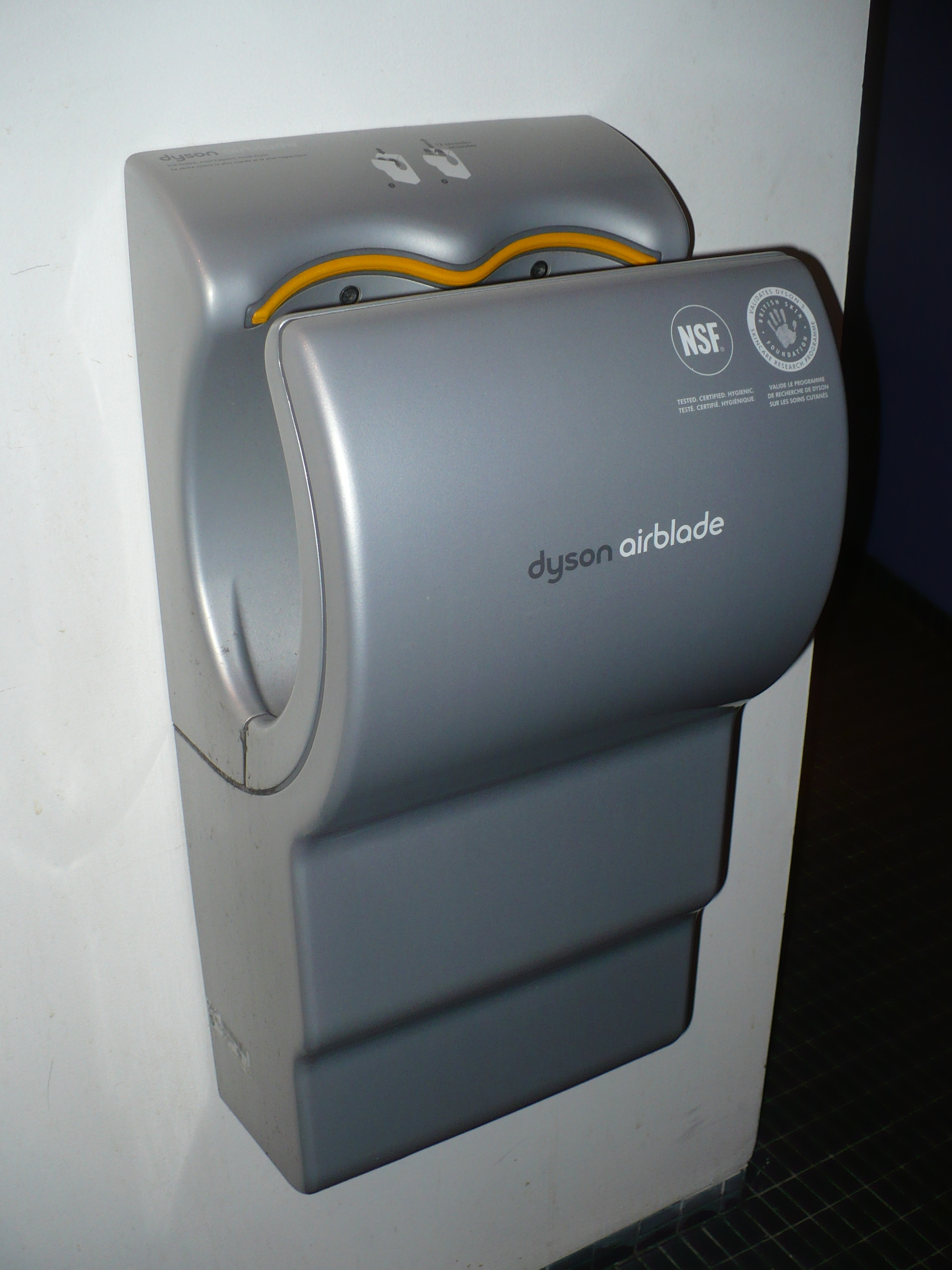 file dyson airblade at dx jpg wikimedia commons. Black Bedroom Furniture Sets. Home Design Ideas