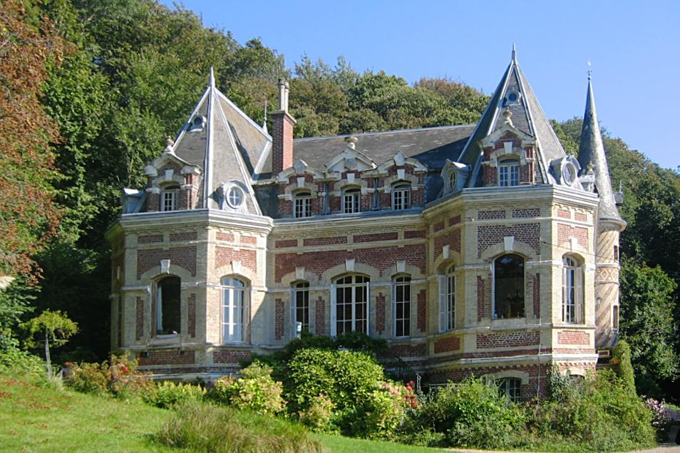 Chateau A Restaurer En Normandie