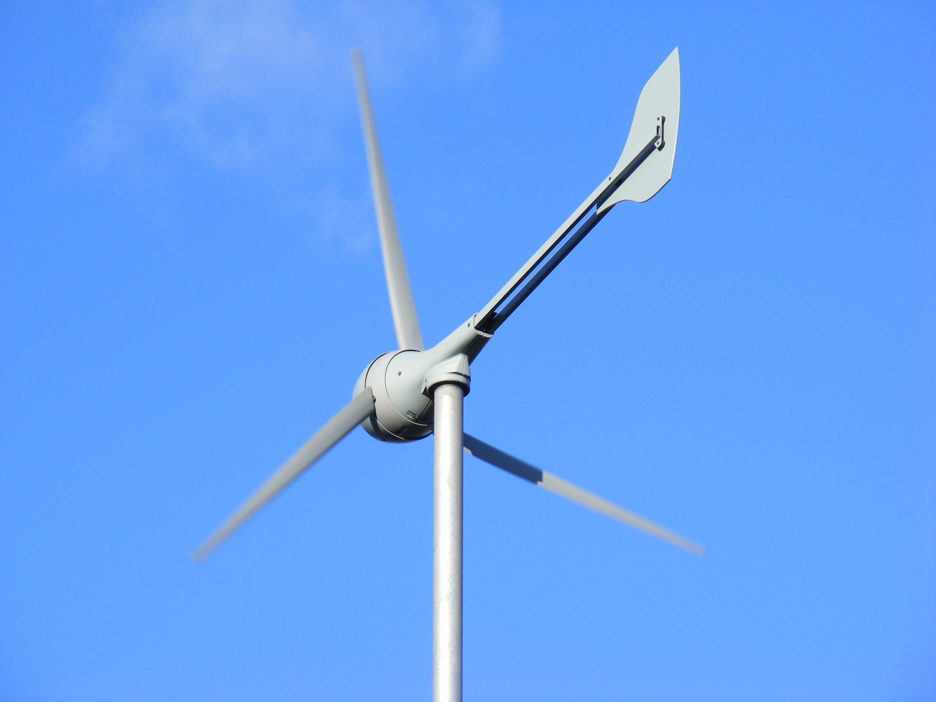 File:Evance R9000 5kW small domestic wind turbine.JPG - Wikimedia ...