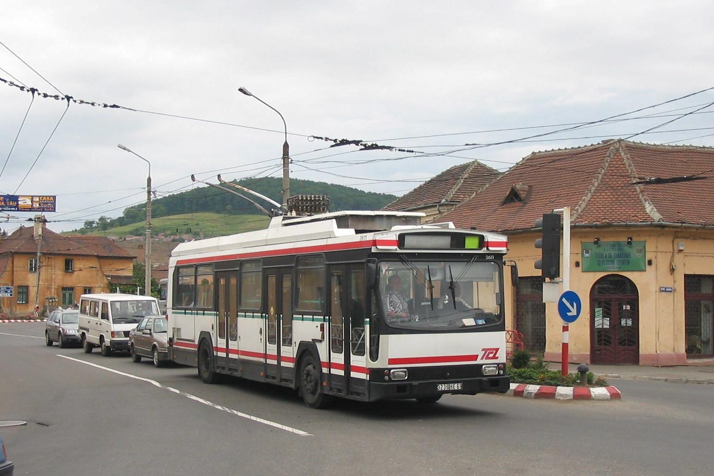 File:Ex-Lyon trolleybus 2611 in Medias, Strada Iancu, Aug 2004.