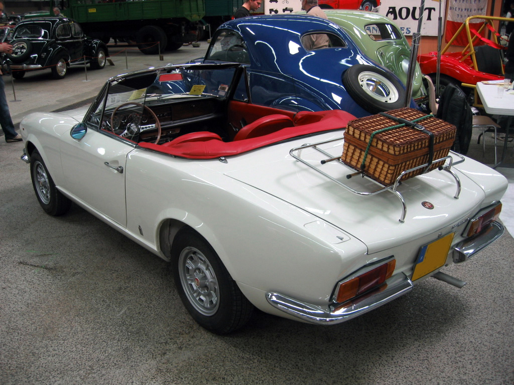 file fiat 124 sport spider wikimedia commons. Black Bedroom Furniture Sets. Home Design Ideas