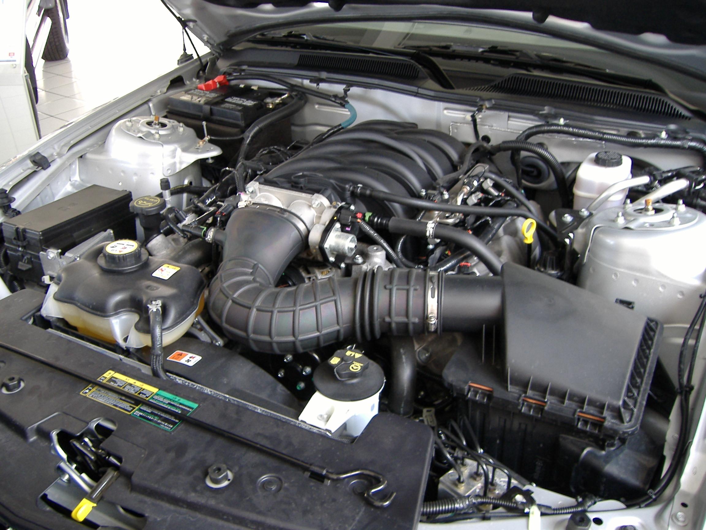File Ford Mustang V Motorraum Jpg Wikimedia Commons