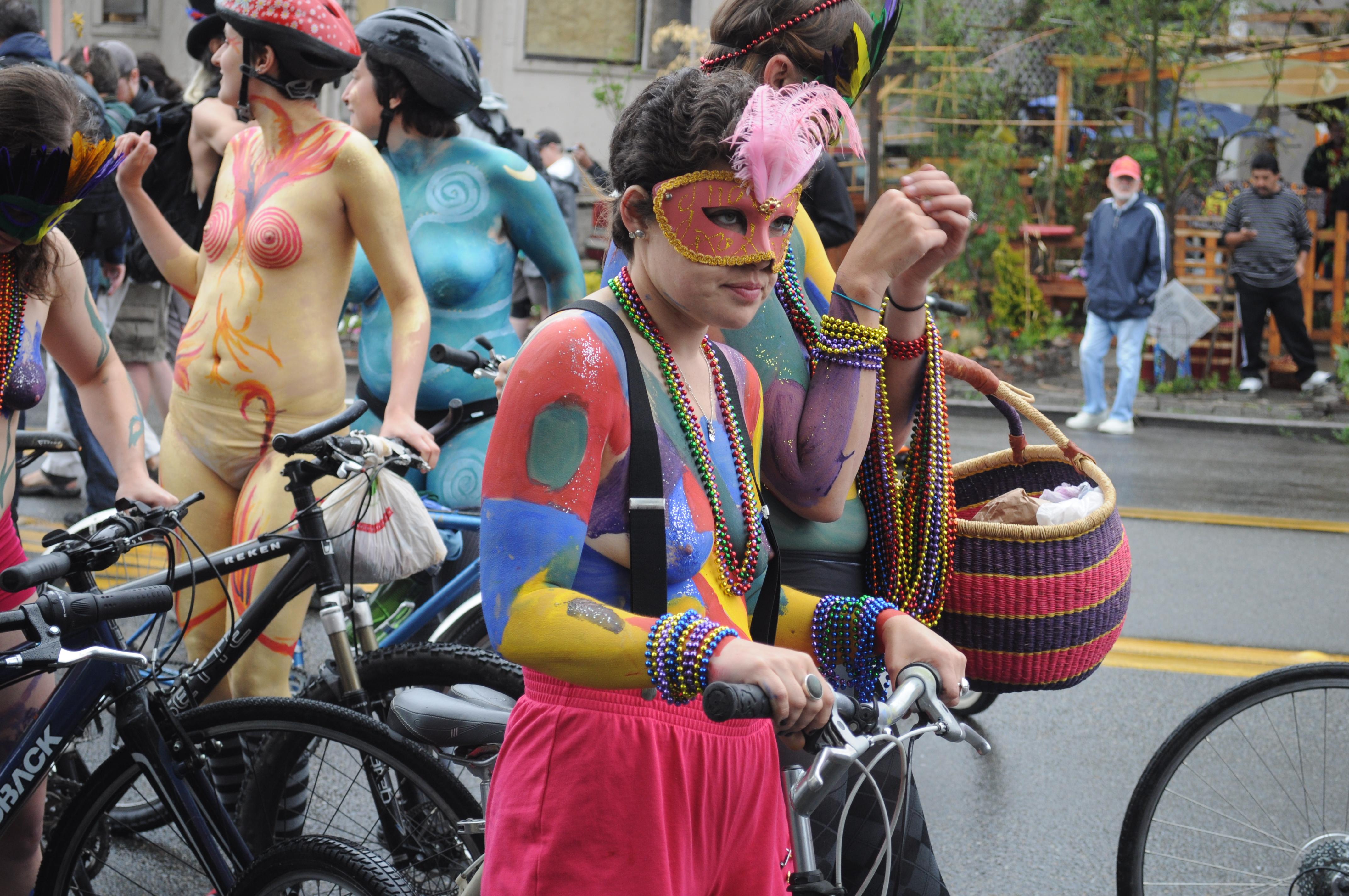 File:Fremont Solstice Parade 2011 - cyclists prepare 09 ...