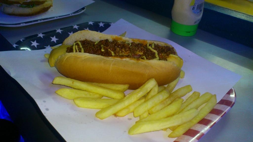 File:Frites plus hot dog.jpg - Wikimedia Commons