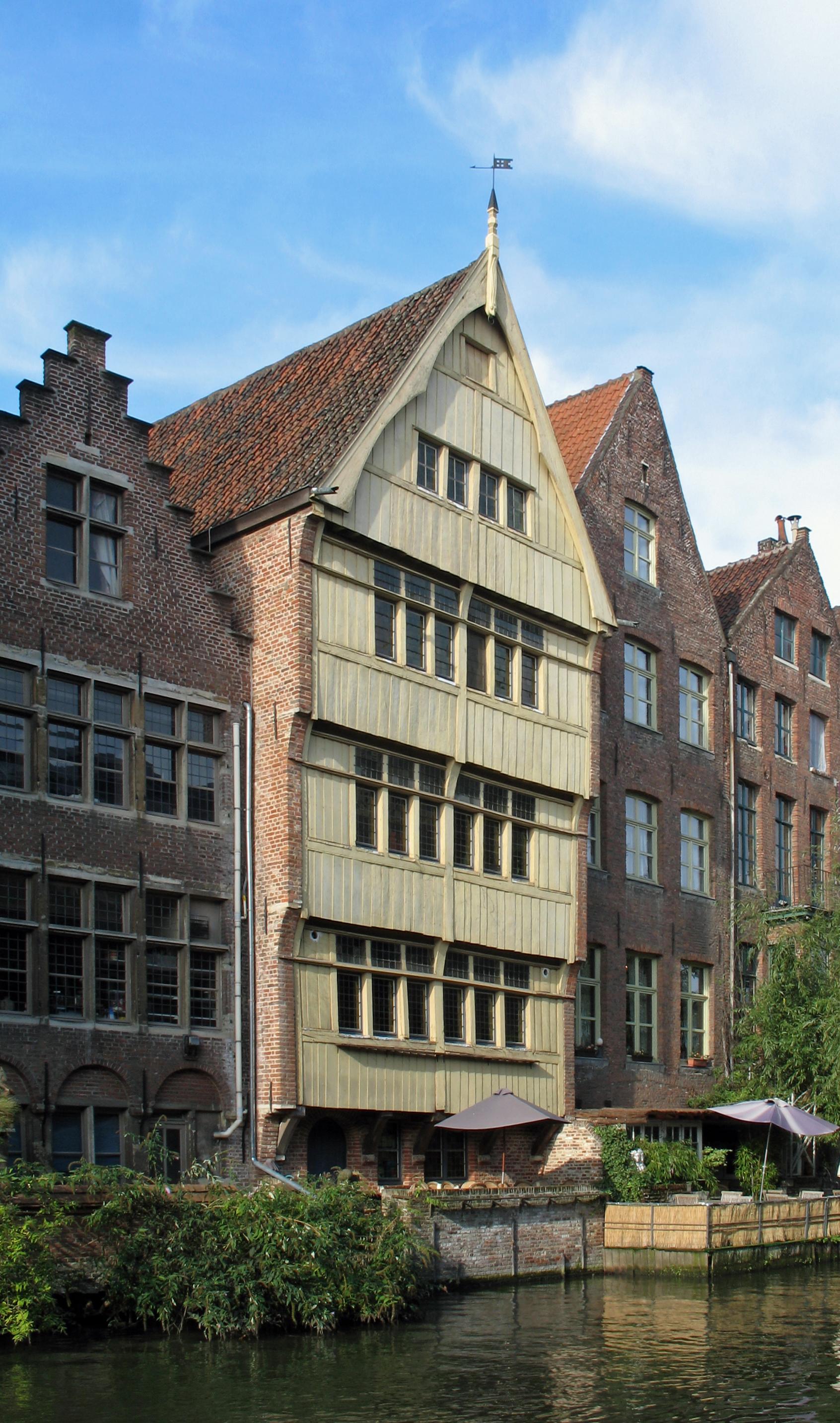 File gent huis met houten gevel wikimedia commons for Huis met tuin gent