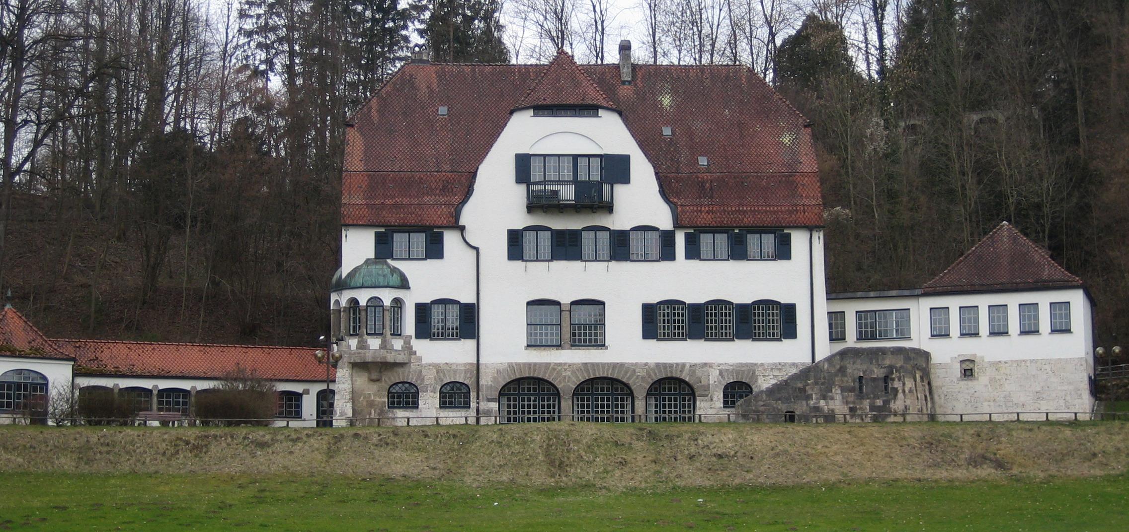 File:Herrlingen Villa Lindenhof.jpg - Wikimedia Commons