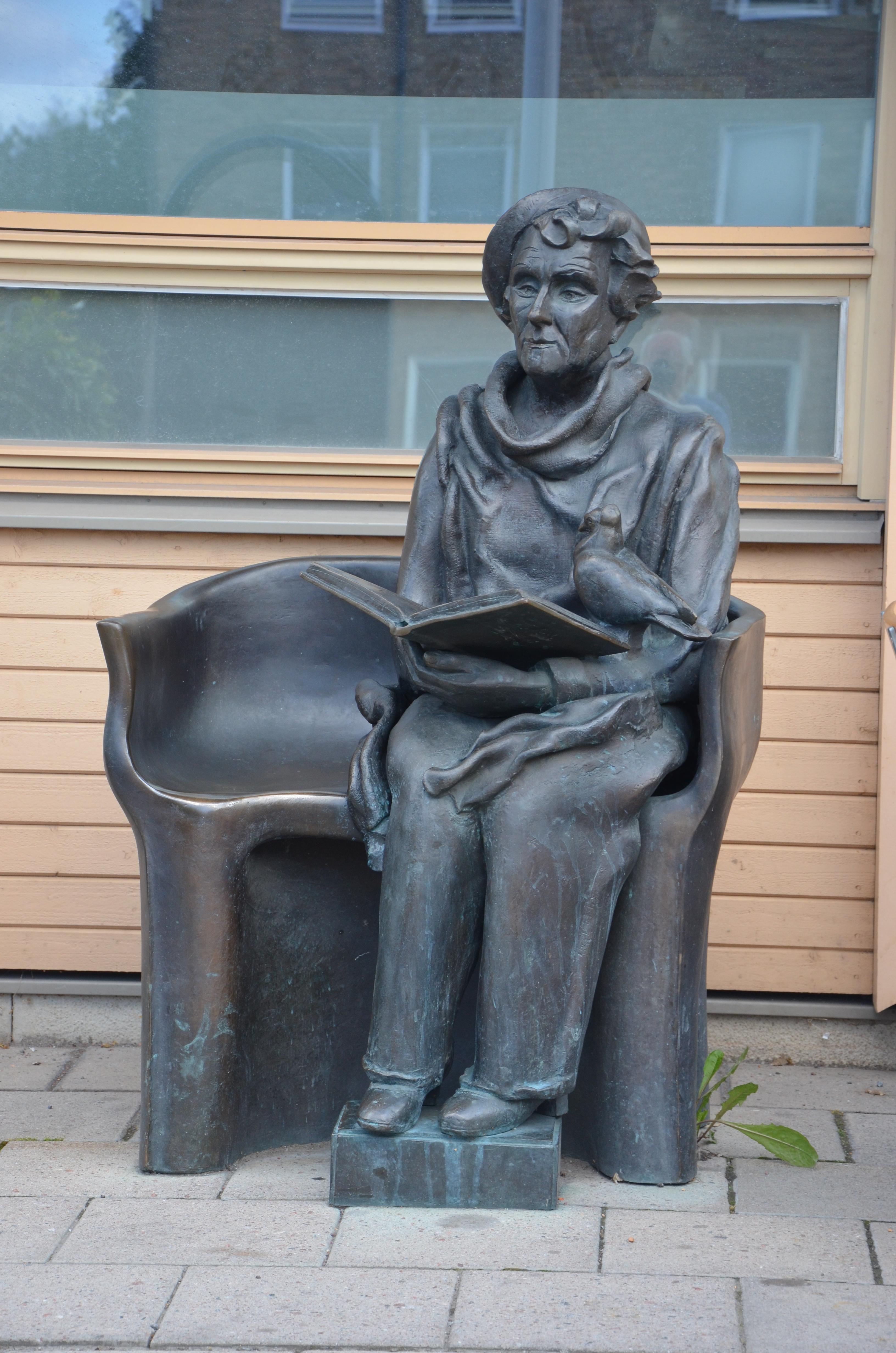 File Hertha Hillfon Astrid Lindgren Solna JPG Wikimedia Mons