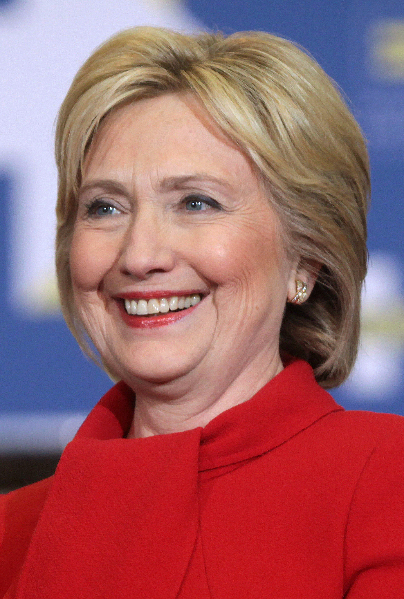 The 72-year old daughter of father (?) and mother(?) Hillary Clinton in 2020 photo. Hillary Clinton earned a 0.19 million dollar salary - leaving the net worth at 21.5 million in 2020