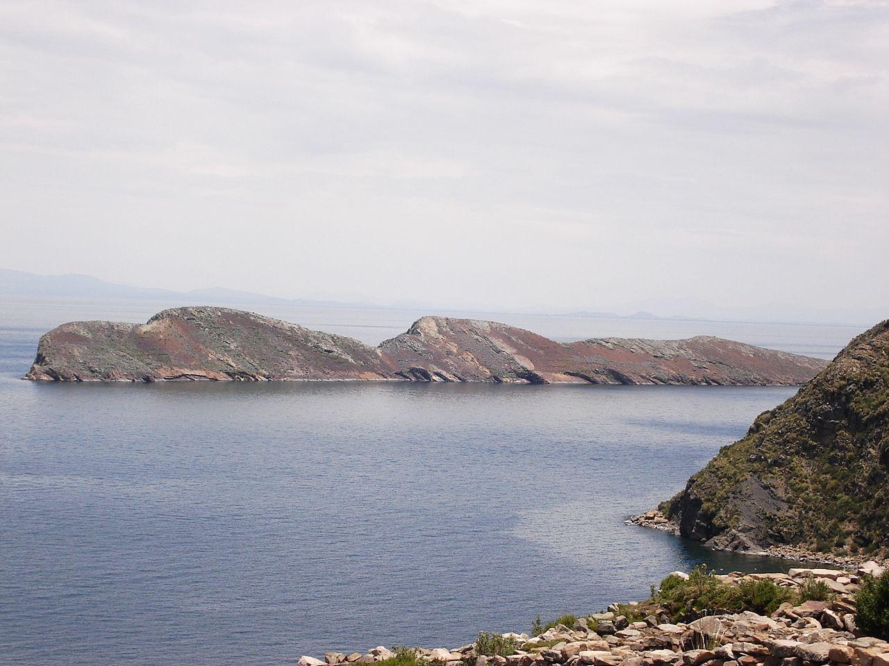 Lake Titicaca By Alexson Scheppa Peisino(AlexSP) (Own work) [Public domain], via Wikimedia Commons
