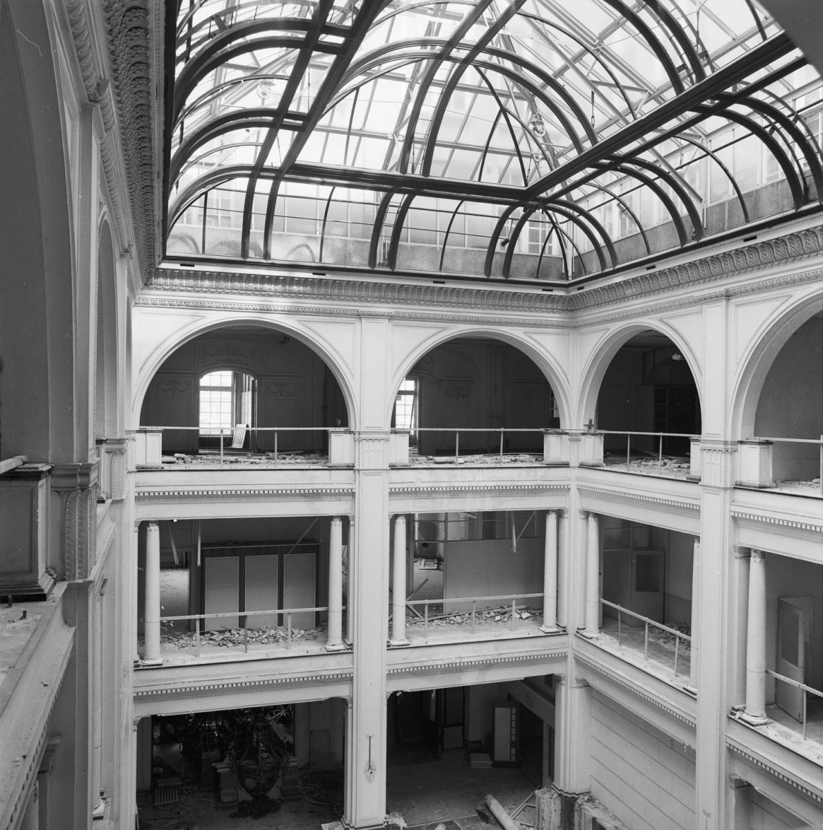 File interieur hal hirschgebouw amsterdam 20018853 for Interieur amsterdam