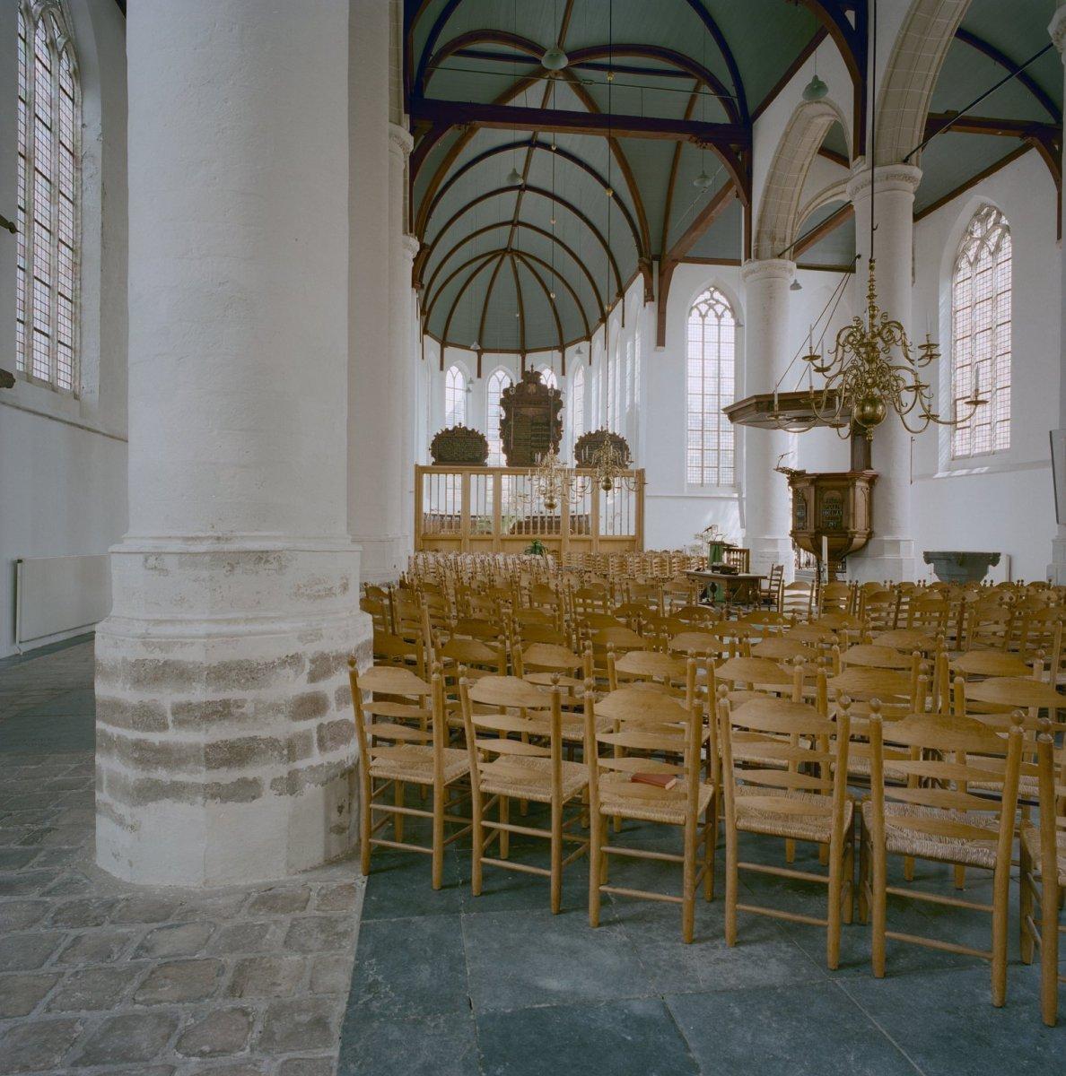 File interieur overzicht middenschip naar het koor for Binnen interieur