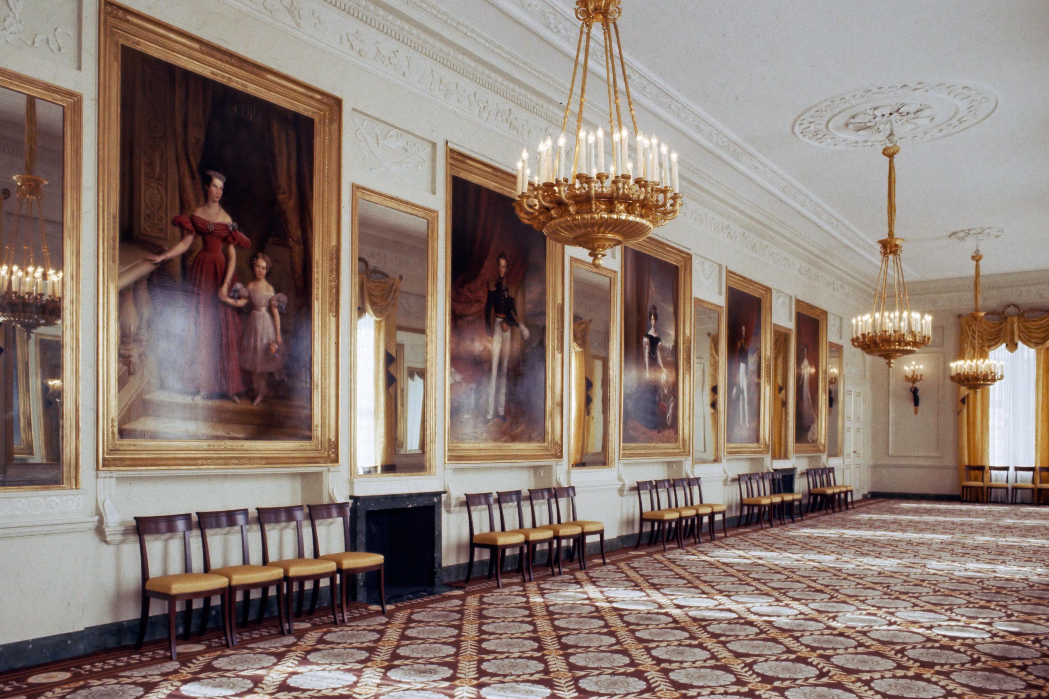 File:Interieur Paleis Noordeinde - galerijzaal (1984).jpg ...