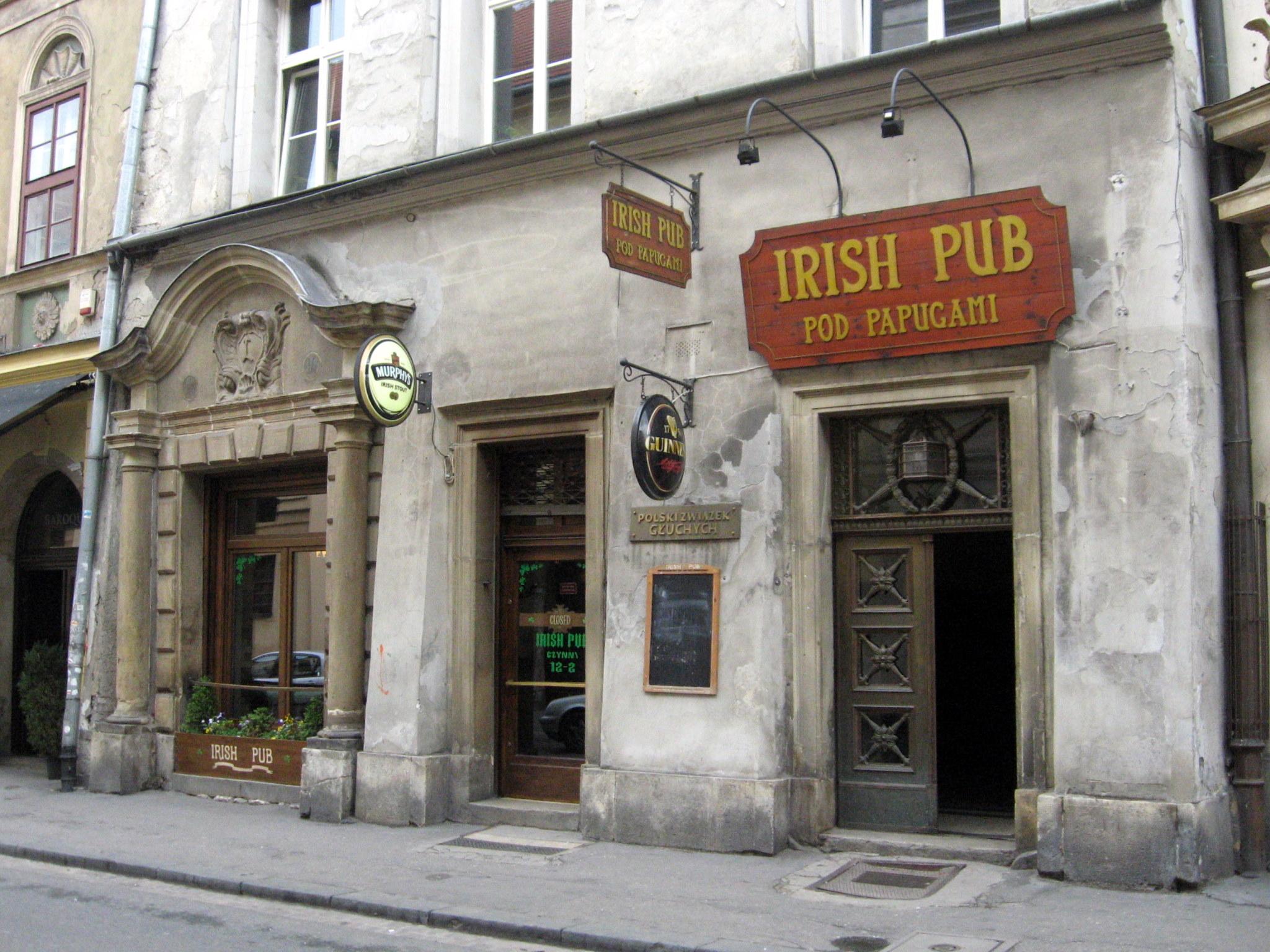 File:Irish pub Krakow.JPG
