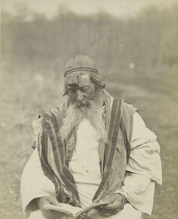 File:Jew from Kherson Governorate lays Tefillin.jpg ...