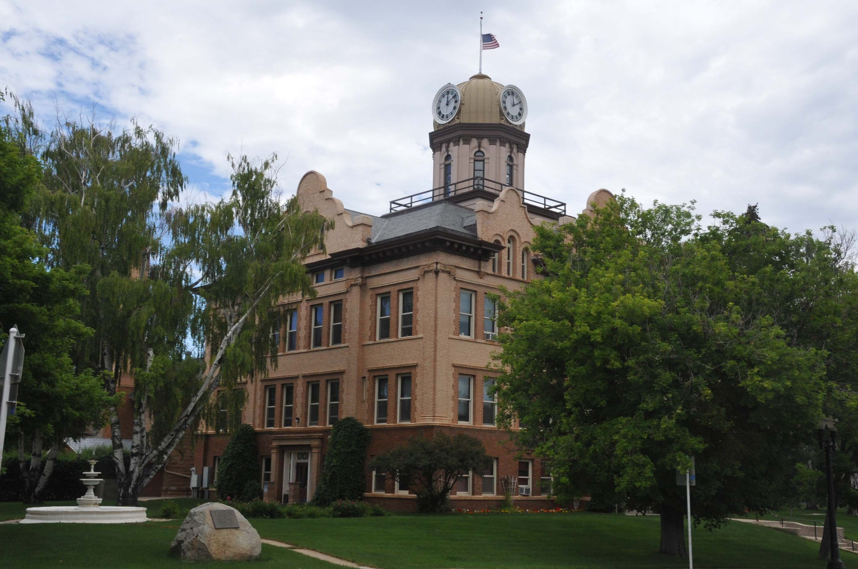 lewistown dating Lewistown montana, i love to go for long drives in the mountains i like to camp in the summer i am not much on winter activities i a wimp when it comes to cold.