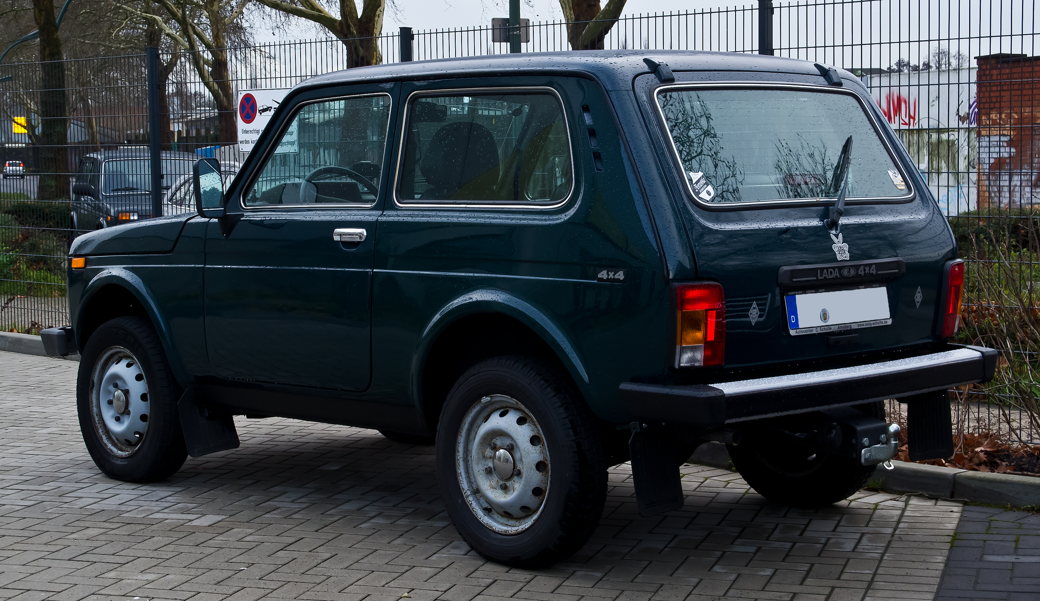 bestand lada niva 4x4 2 facelift heckansicht 28 dezember 2013 d wikipedia. Black Bedroom Furniture Sets. Home Design Ideas